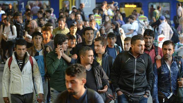 Des migrants arrivent en gare de Munich le 12 septembre 2015 [PHILIPP GUELLAND / AFP]
