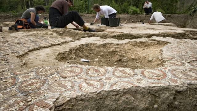 Fouilles sur un site archéologique gallo-romain à Auch, dans le sud-ouest de la France, le 11 juillet 2017 [Eric CABANIS / AFP]