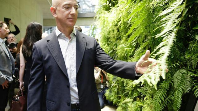 Le milliardaire Jeff Bezos, dirigeant d'Amazon, à Seattle le 29 janvier 2018 [JASON REDMOND / AFP]