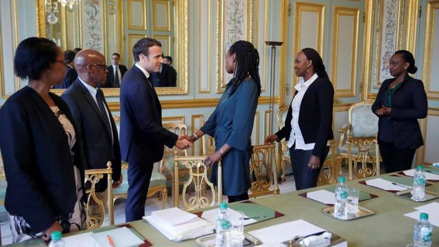 Emmanuel Macron reçoit les représentants de l'association Ibuka France à l'Elysée, le 5 avril 2019 [PHILIPPE WOJAZER / POOL/AFP]