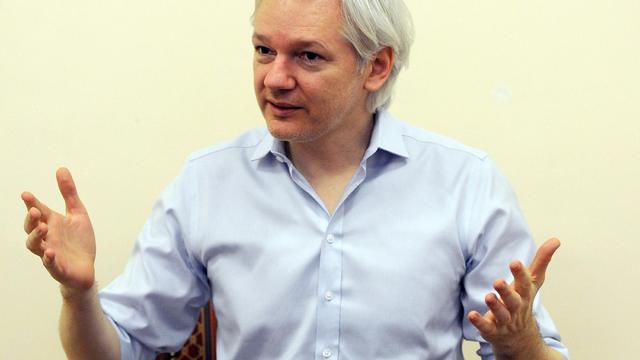 Julian Assange, le fondateur de WikiLeaks, le 14 juin 2013 à l'ambassade d'Equateur à Londres [Anthony Devlin / POOL/AFP]