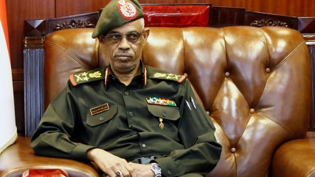 Le ministre soudanais de la Défense Awad Ibn Ouf le 25 novembre 2018 à Khartoum [ASHRAF SHAZLY / AFP]