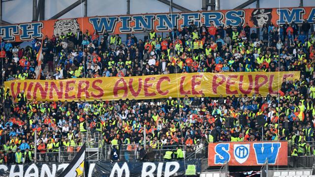 Le groupe de supporters de l'OM, les South Winners, affiche son soutien aux Gilets jaunes, lors du match contre Reims, le 2 décembre 2018 au Vélodrome [GERARD JULIEN / AFP/Archives]