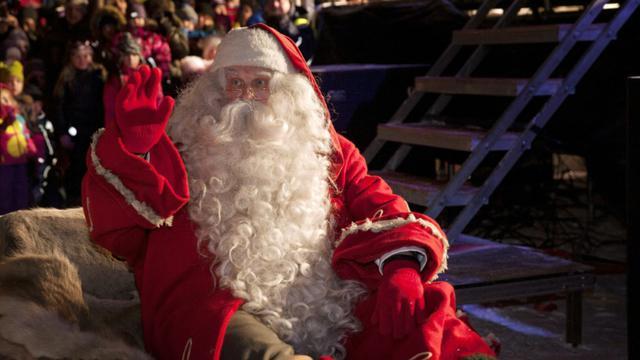 Le périple mondial et virtuel du père Noël est suivi pas à pas jeudi par l'armée américaine et le géant d'internet Google détaillant en temps réel le parcours du mythique personnage et son traîneau rempli de cadeaux. [LAURA HAAPAMÄKI / LEHTIKUVA/AFP/Archives]