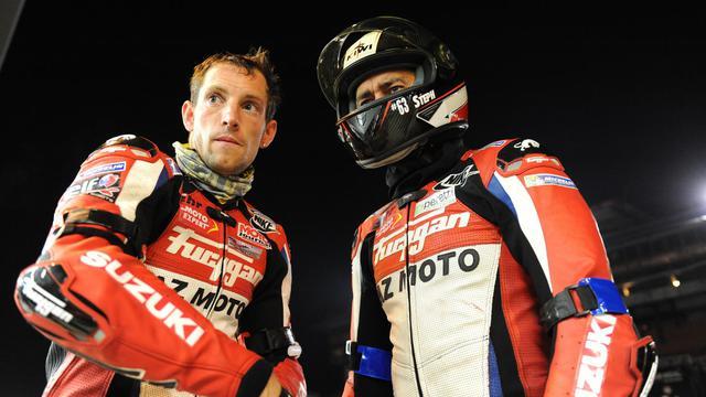 Le perchiste Renaud Lavillenie (à gauche) lors de l'édition 2013 des 24 heures moto, le 21 septembre 2013 au Mans. Le Français, devenu entre temps recordman mondial de la hauteur à la perche (6m16) est de nouveau aligné sur l'épreuve en 2014. [Jean-Francois Monier / AFP/Archives]
