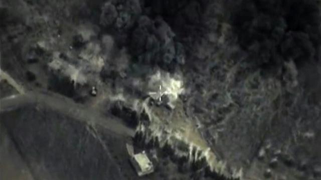 Image tirée d'une vidéo du 30 septembre 2015 diffusée par le ministère russe de la Défense et montrant une frappe de l'aviation russe en Syrie [- / Russian Defence Ministry/AFP]