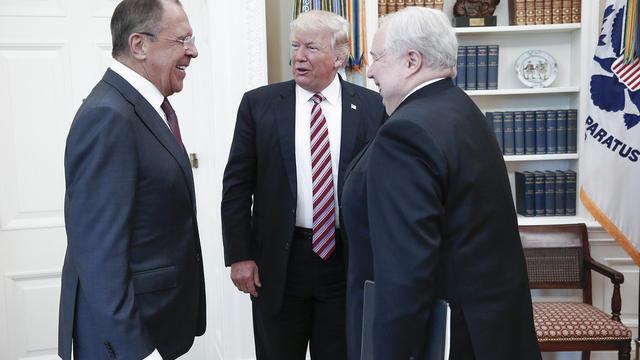 Des photos prises dans le bureau ovale par la russie font enrager