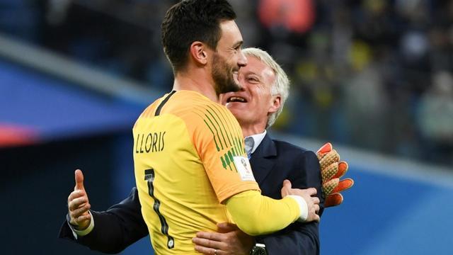 Le sélectionneur Didier Deschamps et le gardien Hugo Lloris jubilent après la qualification de la France en finale du Mondial le 10 juillet 2018 [Paul ELLIS / AFP]