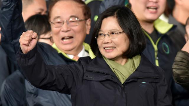La candidate de l'opposition Tsai Ing-wen célèbre sa victoire à l'élection présidentielle le 15 janvier 2016 à Taipei [PHILIPPE LOPEZ / AFP]
