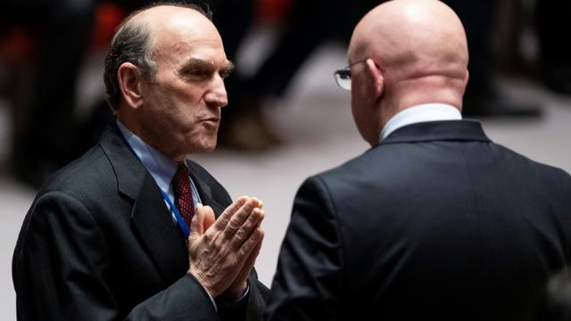 L'émissaire américain pour le Venezuela Elliott Abrams et l'ambassadeur russe aux Nations Unies Vassily Nebenzia, le 28 février au Conseil de sécurité de l'ONU, à New York [Johannes EISELE / AFP]