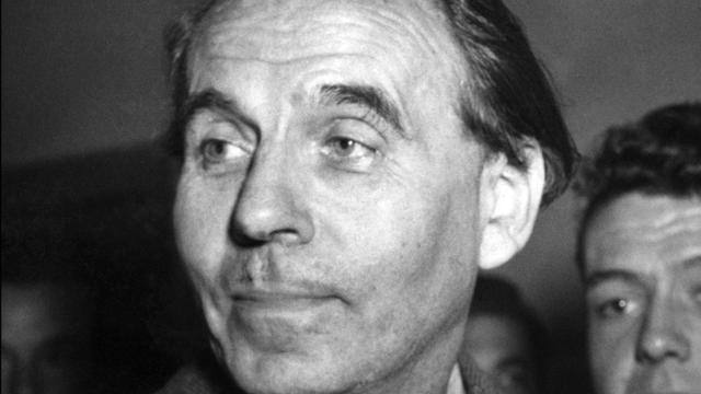 Portrait daté du 12 octobre 1951 à Paris de l'écrivain Louis-Ferdinand Céline [ / AFP]