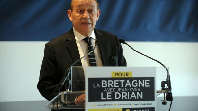 Le ministre de la Défense Jean-Yves Le Drian confirme le 16 octobre 2015 à Lorient (Morbihan) sa candidature à la présidence de la région Bretagne [FRED TANNEAU / AFP]