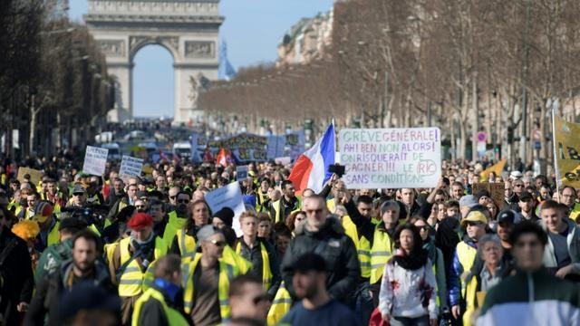 """Nouvelle mobilisation de """"gilets jaunes"""", le 17 février 2019 sur les Champs-Elysées à Paris  [Eric FEFERBERG / AFP]"""