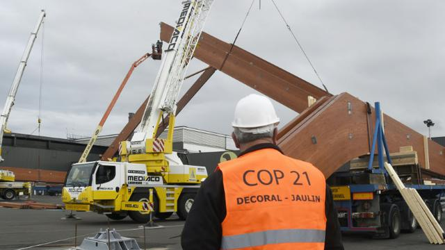 Travaux de construction d'un site de la COP21 le 6 octobre 2015 au Bourget  [Dominique Faget / AFP]