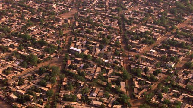 vue aérienne prise le 08 janvier 2000 d'un quartier de Bamako [PATRICK HERTZOG / AFP/Archives]