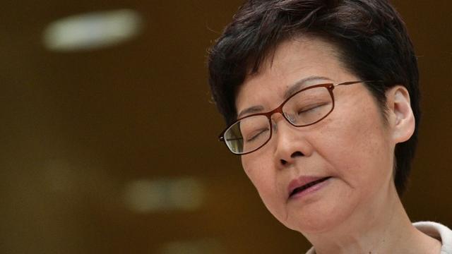 La cheffe de l'exécutif de Hong Kong Carrie Lam lors de sa conférence de presse hebdomadaire, le 26 novembre 2019 à Hong Kong [Nicolas ASFOURI / AFP]