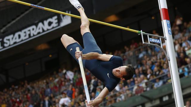 Le recordman du monde au saut à la perche, le Français Renaud Lavillenie, lors du meeting au Stade de France le 5 juillet 2014 [Thomas Samson / AFP]