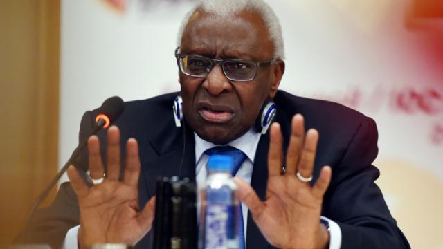 Lamine Diack, président sortant de l'IAAF, lors d'une conférence de presse à Pékin, le 21 août 2015 [GREG BAKER / AFP/Archives]