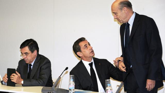 Les ex-Premiers ministres François Fillon (g) et Alain Juppé (d) et l'ex-président français Nicolas Sarkozy au siège de l'UMP à Paris le 3 décembre 2014 [Dominique Faget / POOL/AFP/Archives]