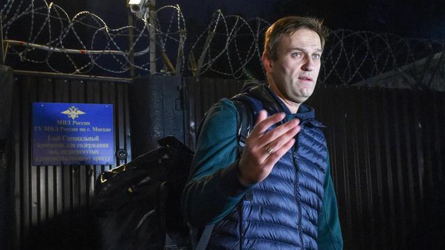 L'opposant russe Alexeï Navalny quitte le centre de détention à Moscou, le 14 octobre 2018 [Vasily MAXIMOV / AFP/Archives]