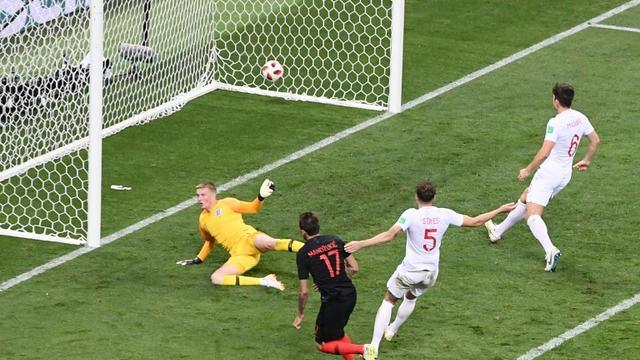 L'attaquant Mario Mandzukic inscrit le but de la victoire pour la Croatie contre l'Angleterre en prolongtaion de la demi-finale du Mondial, le 11 juillet 2018 à Moscou  [Jewel SAMAD / AFP]
