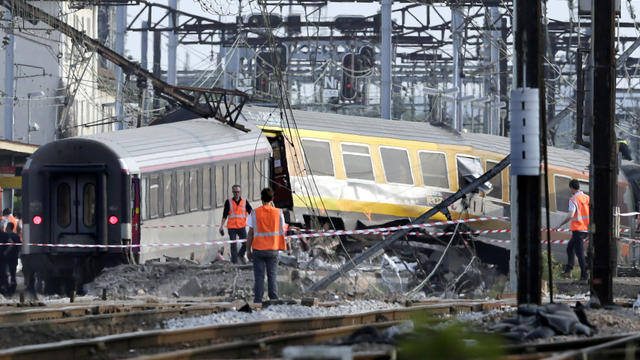 Wagons enchevétrés après le déraillage du Paris-Limoges, le 14 juillet 2013 en gare de Brétigny-sur-Orge [Kenzo Tribouillard / AFP/Archives]