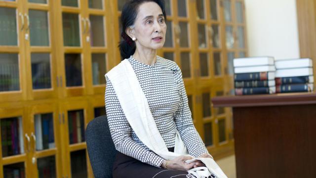 La chef de l'opposition birmane Aung San Suu Kyi lors d'un entretien à l'AFP à Napyidaw en Birmanie, le 25 août 2015 [Ye Aung Thu / AFP]