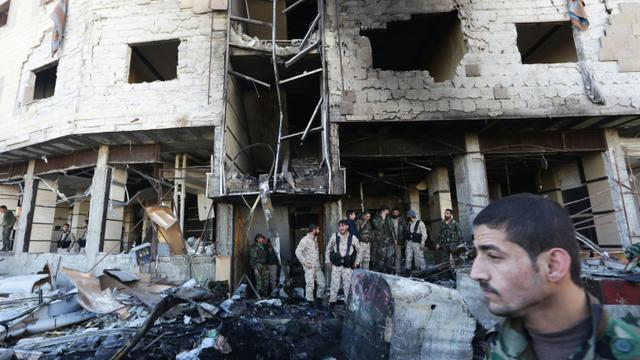 Dégâts après un attentat à Sayyuda Zeinab, dans la banlieue de Damas, le 31 janvier 2016 [LOUAI BESHARA / AFP]