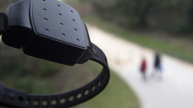 L'Assemblée nationale a voté à la quasi-unanimité une proposition de loi LR contre les violences conjugales, qui prévoit la mise en place en France du bracelet antirapprochement pour les conjoints violents [JOEL SAGET / AFP/Archives]