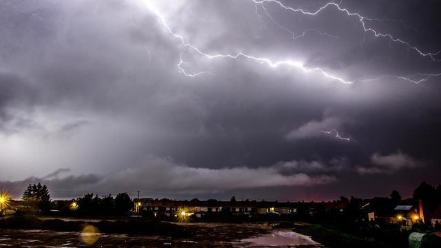 Les orages seront parfois violents avec de fortes rafales, avec de bons cumuls de pluies en un court laps de temps ainsi que de fortes chutes de grêle, selon Météo France [Philippe Huguen / AFP/Archives]