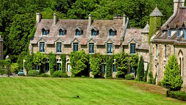 Ce lieu majestueux au cœur de la vallée de Chevreuse a été édifié au 12e siècle.