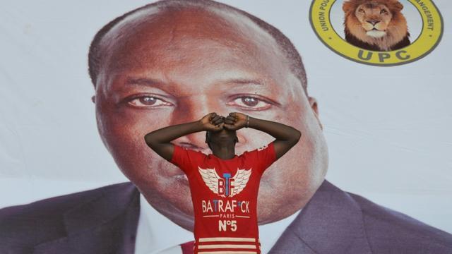 Un militant de Zéphirin Diabré lors d'un meeting à Ouagadougou le 25 novembre 2015 [ISSOUF SANOGO / AFP/Archives]