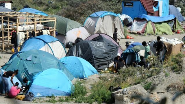 """La """"Nouvelle Jungle"""" à Calais, camp de migrants qui voudraient rejoindre la Grande-Bretagne, le 2 août 2015 [Francois Lo Presti / AFP/Archives]"""