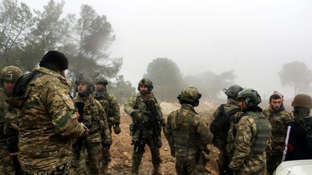 Des soldats turcs, près du mont Bersaya, au nord de la ville syrienne d'Azaz, le 23 janvier 2018. [Saleh ABO GHALOUN / AFP]