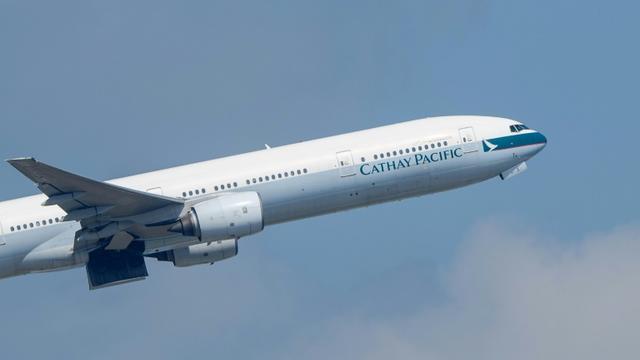Un avion de la Cathay Pacific décolle de l'aéroport de Hong Kong, le 22 octobre 2018 [Anthony WALLACE / AFP/Archives]
