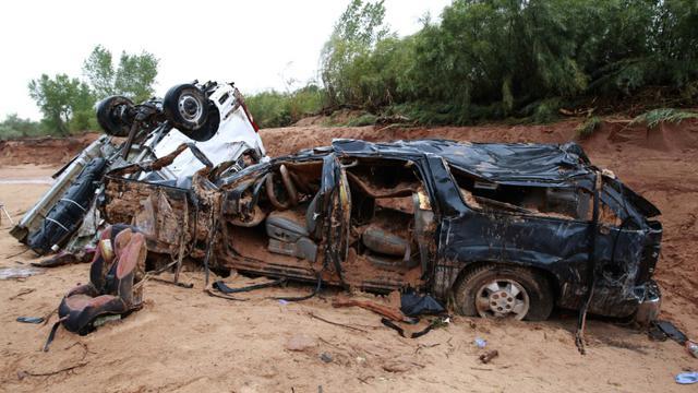 Les épaves de deux véhicules emportés par les flots, le 15 septembre 2015 à Hildale, lors de crues subites dans l'Utah [George Frey / Getty/AFP]