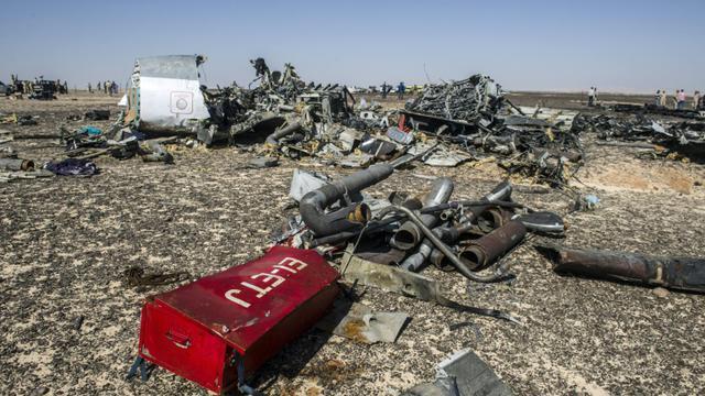 Les débris de l'Airbus A321 à Wadi al-Zolomat, dans le Sinaï égyptien le 1er novembre 2015 [Khaled Desouki / AFP/Archives]