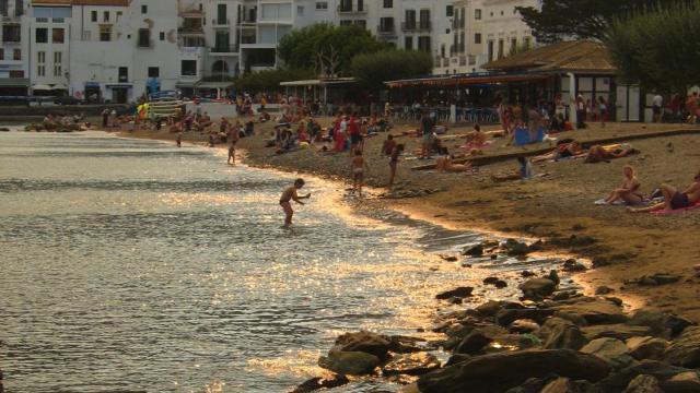 Vue de la plage de Cadaquès dans le nord-est de l'Espagne,  le 30 août 2005 [Gabriel Bouys / AFP/Archives]