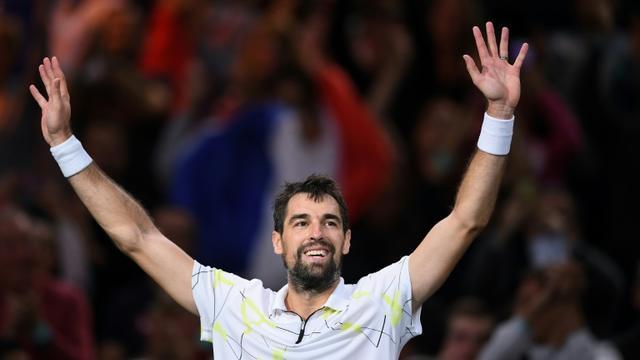 La joie du Français Jérémy Chardy, tombeur de N.4 mondial, le Russe Daniil Medvedev, le 29 octobre 2019 au Masters 1000 de Paris [Christophe ARCHAMBAULT / AFP]