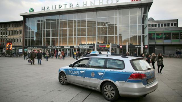 Une véhicule de police à Cologne le 5 janvier 2015 [Oliver Berg / dpa/AFP]