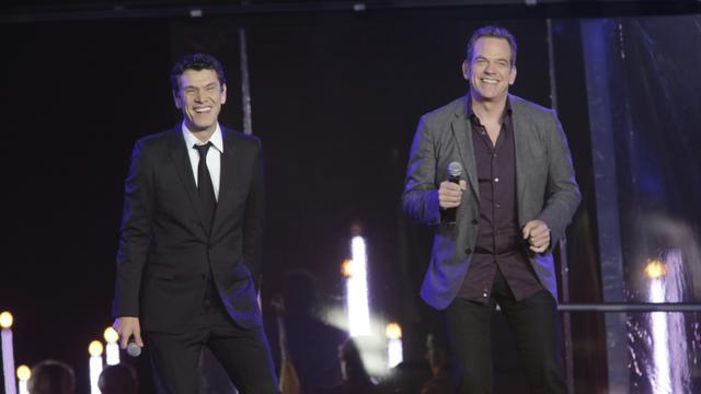 Les chanteurs Marc Lavoine (g) et Garou (d) donnent coup d'envoi du Télethon à l'hippodrome de Longchamps à Paris [Christophe RUSSEIL / AFP]