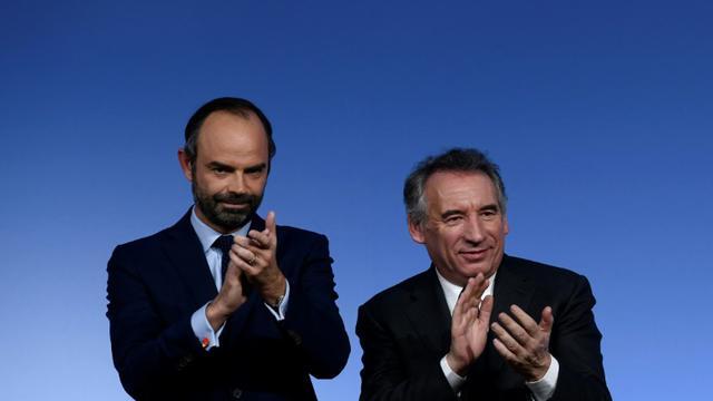 Le président du Modem François Bayrou aux côtés du Premier ministre Edouard Philippe le 16 décembre 2017 à Paris [Philippe LOPEZ / AFP]