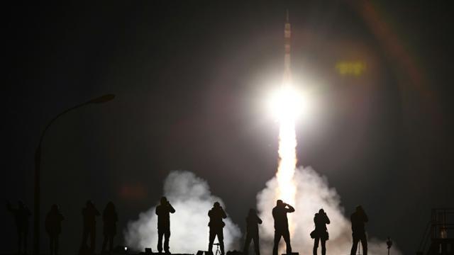 Une fusée Soyouz avec trois spationautes à bord s'envole du cosmodrome de Baïkonour, au Kazakhstan, à destination de la Station spatiale internationale (ISS), le 12 septembre 2017 [Kirill KUDRYAVTSEV / AFP]