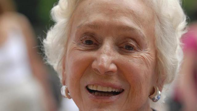 Portrait de l'écrivain et animatrice radio Ménie Grégoire, réalisé le 26 août 2007 à Chanceau-Près-Loches [Alain Jocard / AFP/Archives]