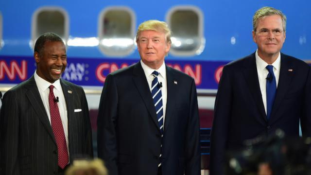 Les républicains Ben Carson (g), Donald Trump (c) et Jeb Bush, lors du débat pour les primaires, le 16 septembre 2015 à Simi Valley, en Californie [Frederic J Brown / AFP/Archives]