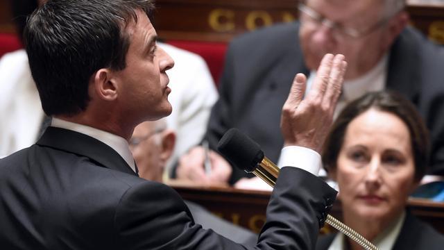 Le Premier ministre Manuel Valls parle sous les yeux de la ministre de l'Environnement Ségolène Royal durant la session des questions au gouvernement le 18 juin 2014 à l'Assemblée nationale à Paris [Eric Feferberg / AFP/Archives]