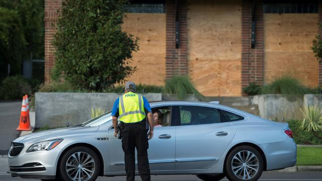 Un point de contrôle de la police près de Wrightsville Beach (Caroline du Nord), le 12 septembre 2018 [ANDREW CABALLERO-REYNOLDS / AFP]