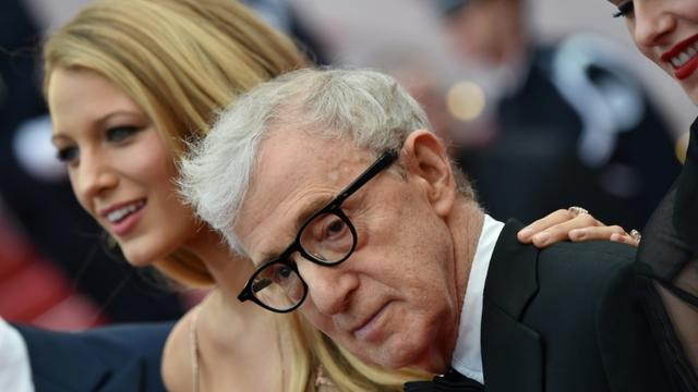 Woody Allen avec l'actrice Blake Lively à Cannes en 2016 [ALBERTO PIZZOLI / AFP/Archives]