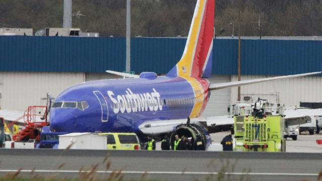 Cet avion de Southwest Airlines s'est posé le 17 avril 2018 en urgence à l'aéroport de Philadelphie (Pennsylavnie) après une défaillance de moteur, qui a fait un mort [DOMINICK REUTER / AFP]