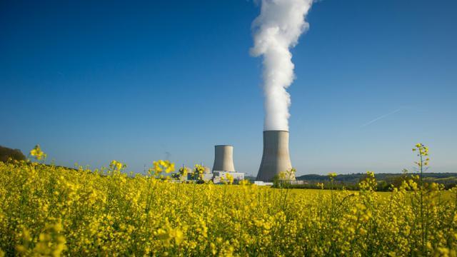 Les deux tours de refroidissement de la centrale nucléaire de Civaux, dans le centre de la France, le 25 avril 2016 [GUILLAUME SOUVANT / AFP]